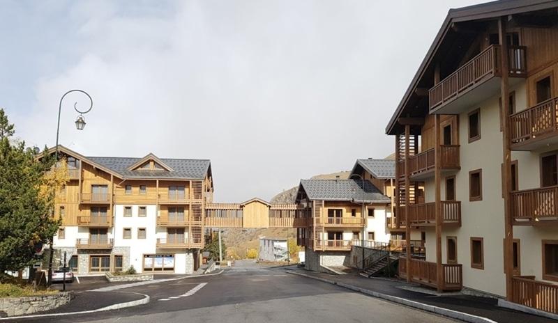 Leaseback ski property